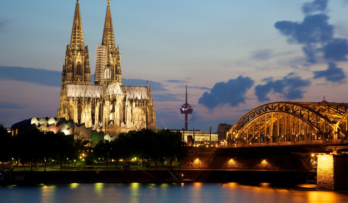Cologne_Cathedral_and_the_Hohenzollern_Bridge (c)