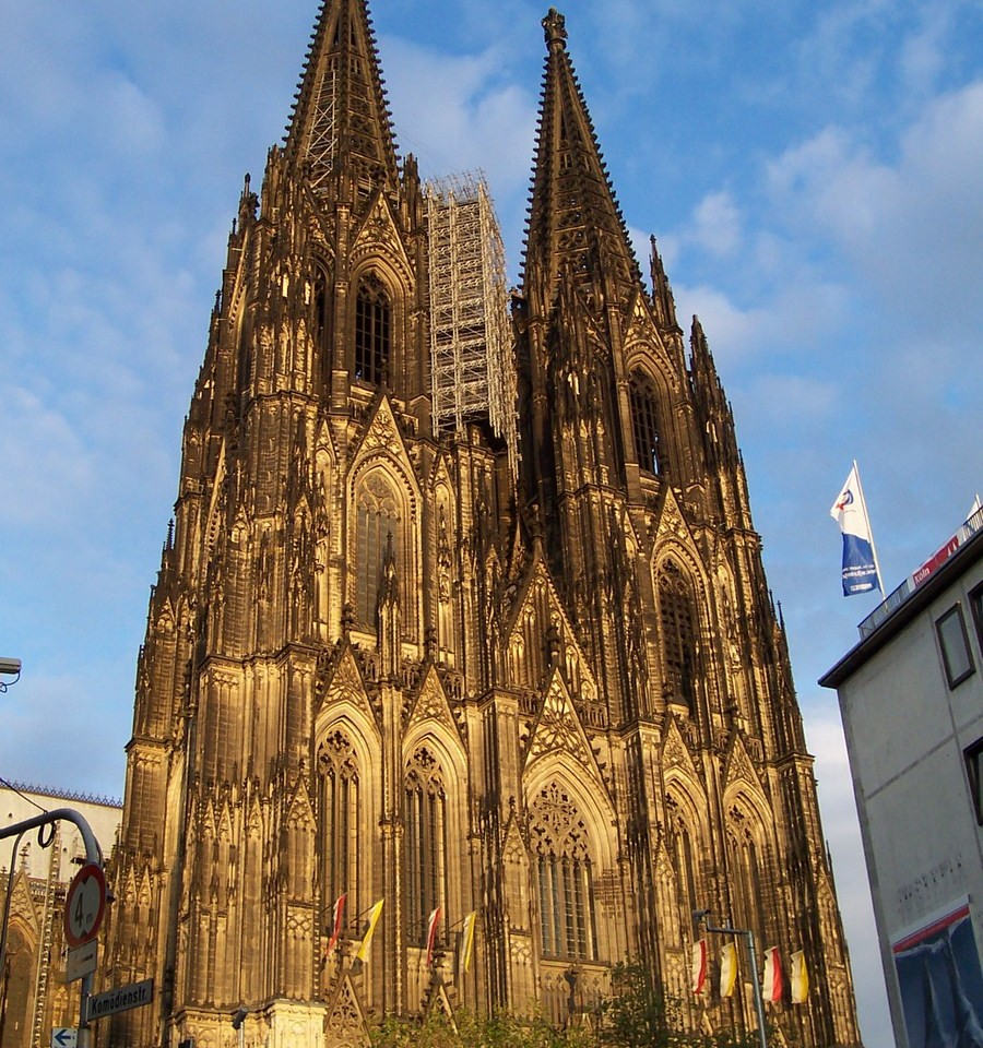 Cologne_cathedral_at_dusk (c)