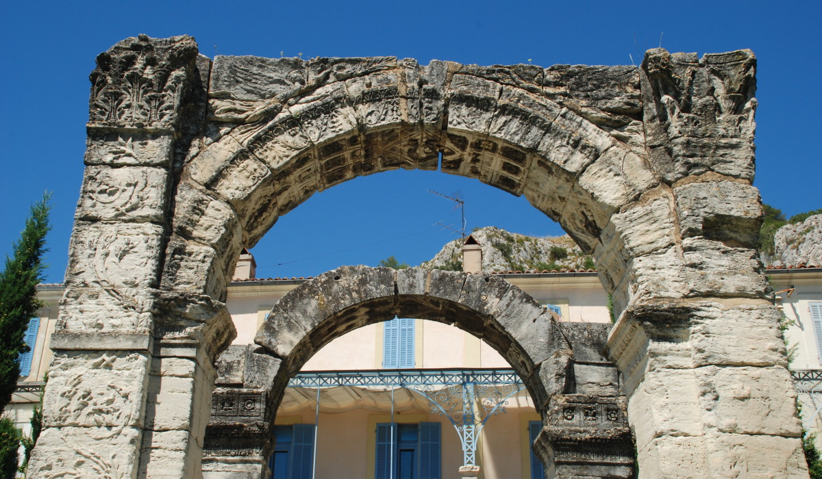 Arc_romain_de_Cavaillon_03